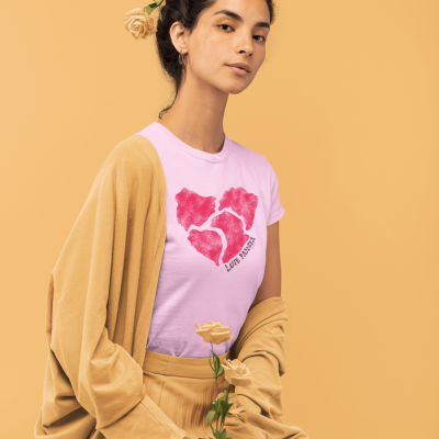 monochromatic-t-shirt-of-a-woman-holding-some-roses-32784